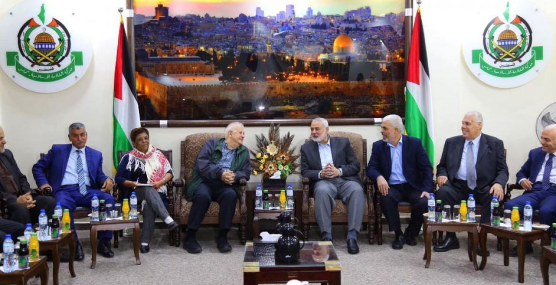 خلال لقاء الحركة والفصائل مع رئيس لجنة الانتخابات بغزة (أرشيف)