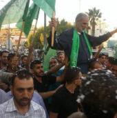 (صورة أرشيفية) لحظة استقبال المواطنين للقيادي النتشة بعد الافراج عنه سابقاً من سجون الاحتلال الإسرائيلي