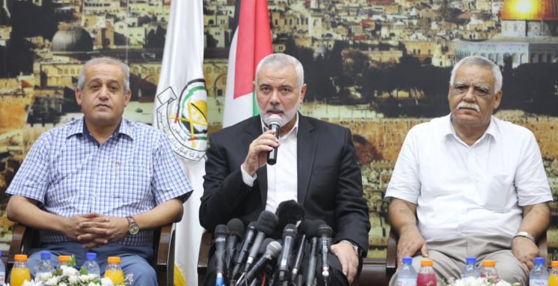 خلال تسليم رئيس المكتب السياسي للحركة إسماعيل هنية موافقة حماس على مبادرة الفصائل