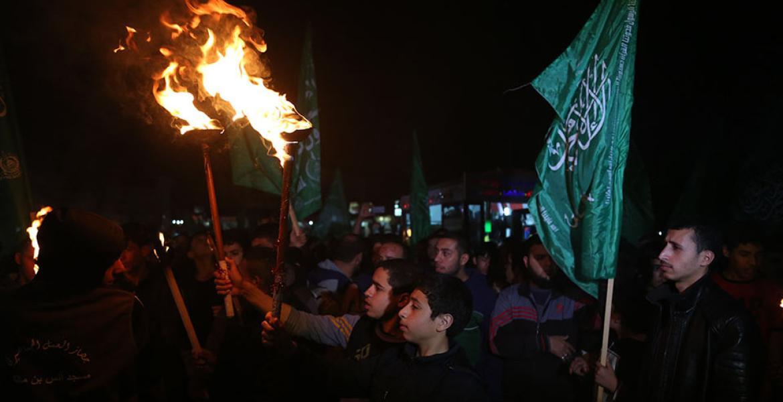 وقفة جماهيرية احتجاجاً على مؤامرة عباس ضد غزة