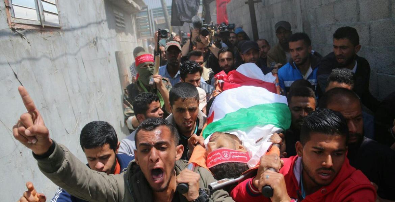 جنازة أحد شهداء مسيرة العودة، أحمد عمر عرفة (25 عامًا) من مدينة دير البلح