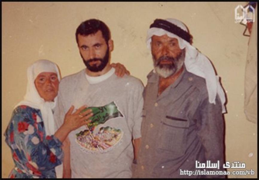 الشهيد القائد المهندس يحيى عياش برفقة عائلته