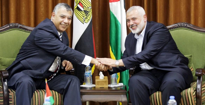 لقاء سابق جمع هنية بالوزير المصري في قطاع غزة