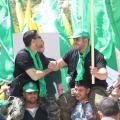 أنصار للكتلة الإسلامية في جامعة بيرزيت عقب فوزهم بانتخابات مجلس اتحاد الطلبة