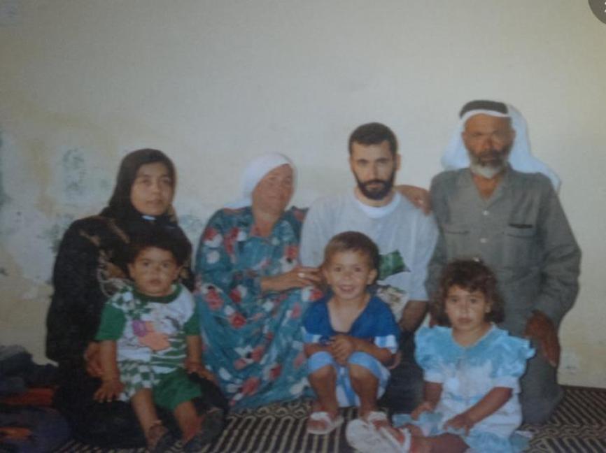 الشهيد القائد المهندس يحيى عياش برفقة العائلة