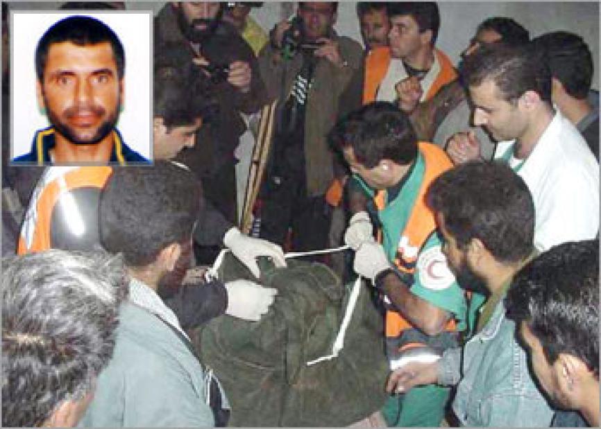 أشلاء الشهيد محمود أبو الهنود بعد استهداف سيارته بـ 5 صواريخ و استشهاده