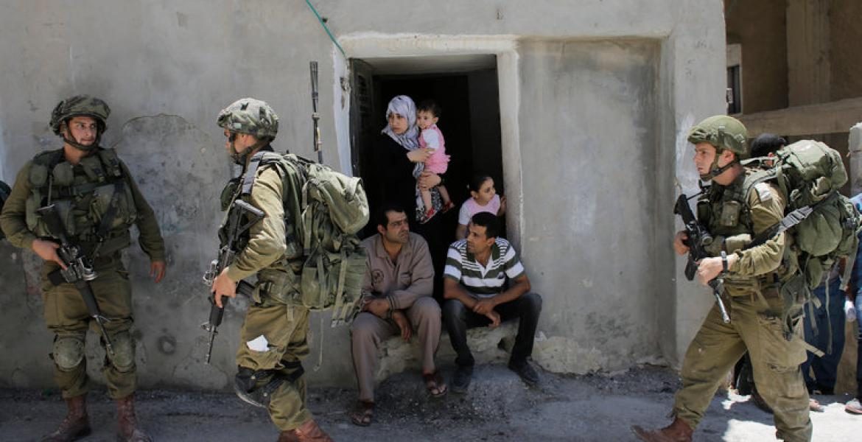 جنود الاحتلال الإسرائيلي خلال مداهمات بالضفة (أرشيف)