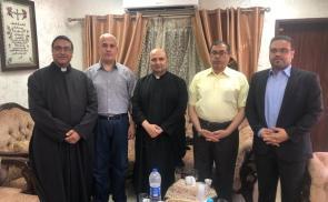 جانب من زيارة وفد من قيادة حركة حماس لكنيسة دير اللاتين بغزة