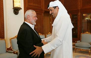هنية مع أمير قطر (صورة أرشيفية)