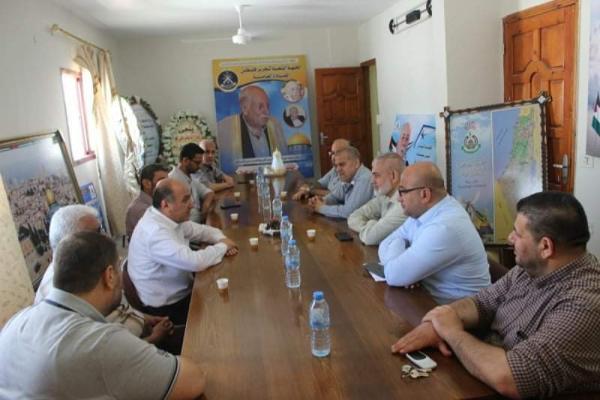 خلال زيارة وفد حماس لمكتب الجبهة الشعبية القيادة العامة بغزة