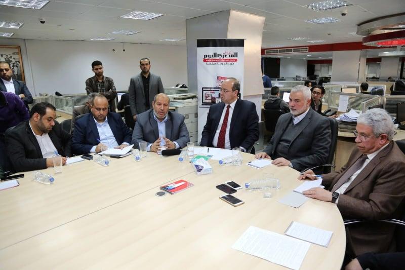 خلال لقاء هنية والحية مع عدد من الصحفيين والإعلاميين المصريين بمقر صجيفة المصري اليوم