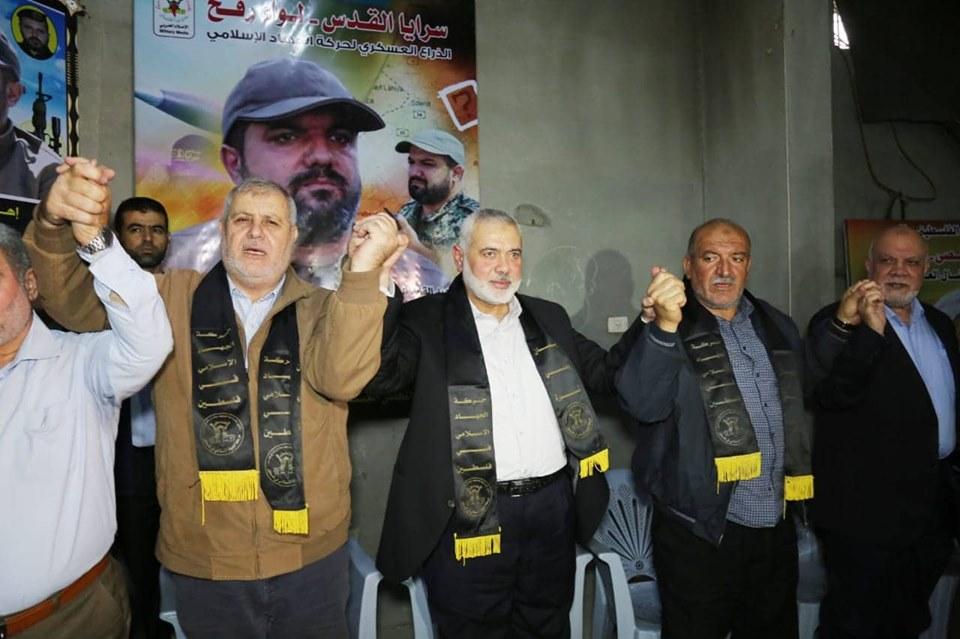 خلال تأدية رئيس المكتب السياسي لحركة حماس واجب العزاء لعائلة أبو العطا