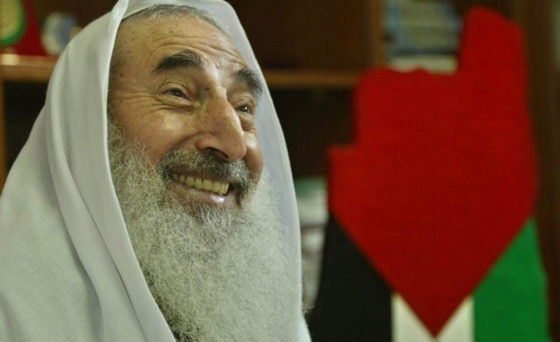 Sheikh Yassin debates with a foreign reporter ‎on core issues